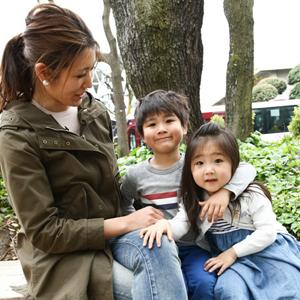 【撮影日:04/16,撮影場所:代官山】陽子さん・りくくん(5歳)・さえちゃん(3歳)