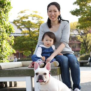 【撮影日:04/17,撮影場所:横浜】小百合さん・友希乃ちゃん(1歳)