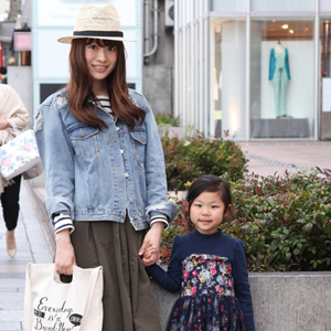 【撮影日:04/18,撮影場所:表参道】直子さん・りんちゃん(5歳)