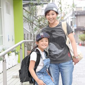 【撮影日:05/09,撮影場所:自由が丘】りえこさん・ゆいかちゃん(9歳)