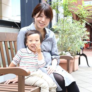 【撮影日:05/16,撮影場所:自由が丘】麻美さん・りょうくん(3歳)