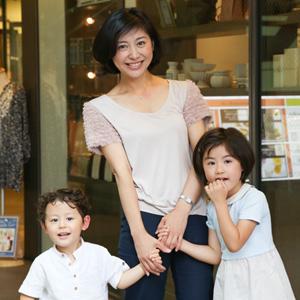 【撮影日:05/28,撮影場所:自由が丘】さやかさん・Julieちゃん(6歳)・Ichiくん(3歳)