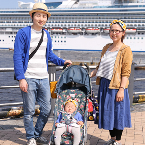 【撮影日:05/07,撮影場所:横浜】航さん・麻美さん・青葉ちゃん(10ヵ月)・好きな親子スポット:みなとみらい