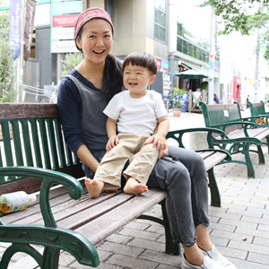 【撮影日:06/18,撮影場所:自由が丘】ミナコさん・ヒカリくん(1歳)