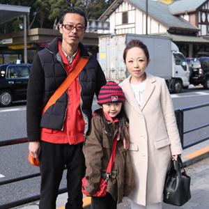 【撮影日:01/28,撮影場所:表参道】如恵さん・天渚ちゃん(7歳)