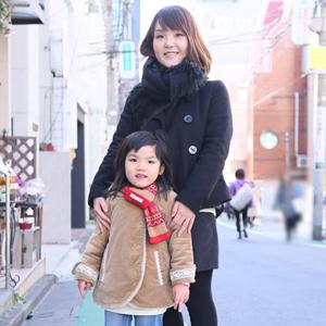 【撮影日:01/29,撮影場所:表参道】友美さん・晏俐ちゃん(6歳)