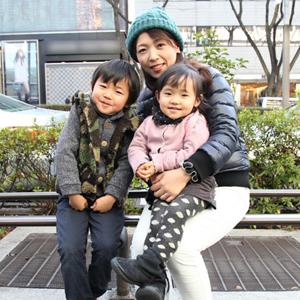 【撮影日:02/10,撮影場所:表参道】佳代さん・魁斗くん(5歳)・美咲ちゃん(2歳)