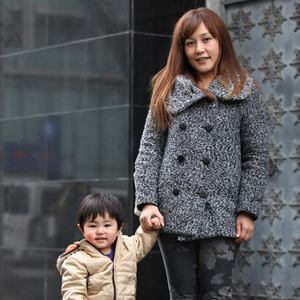 【撮影日:02/24,撮影場所:表参道】そらママさん・そらくん(1歳)