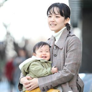 【撮影日:02/28,撮影場所:表参道】なゆみさん・ゆいなちゃん(1歳)